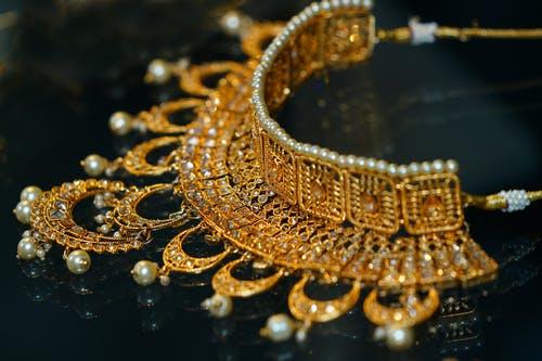 Today gold rate in Pakistan in Urdu